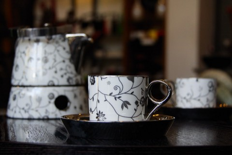 BLACK BLOSSOM TEA SET