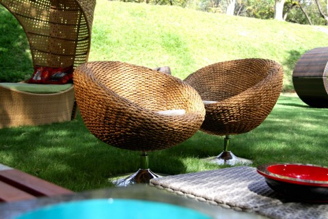 REVOLVING RATTAN CHAIR