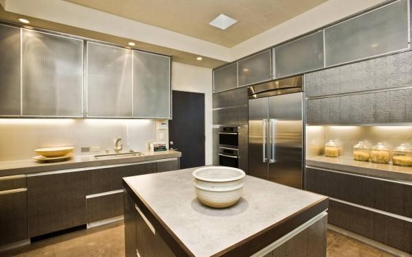 10-Central-kitchen-island-600x375