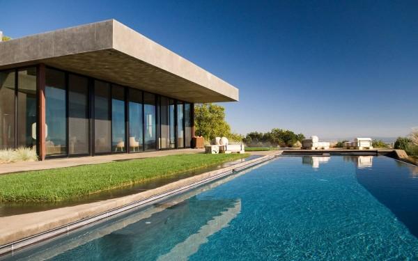 2-Private-swimming-pool-600x375