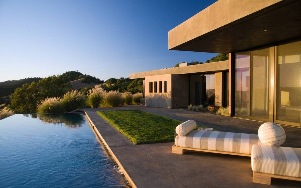 4-Poolside-patio-600x375