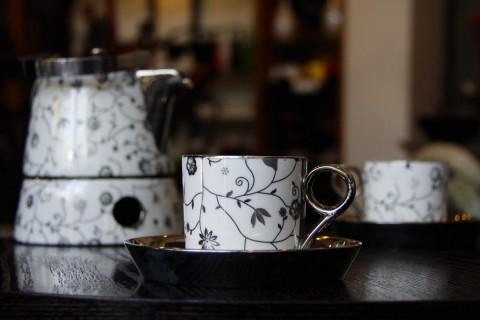 BLACK BLOSSOM TEA SET